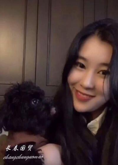 杨子18岁女儿近照,端庄文静清纯甜美,录制歌曲进军歌坛