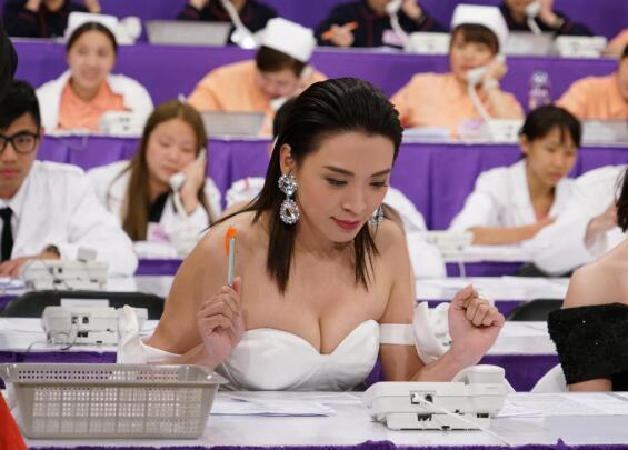 前亚姐冠军嫁富商离婚,八年后自曝内情:性趣不合人生最低潮