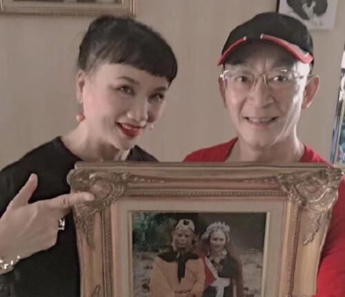 六小龄童妻子近照,曾在《西游记》中出演角色,结婚32年恩爱如初