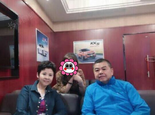 董文华与老公合影照曝光,二人结婚36年,相濡以沫恩爱十足