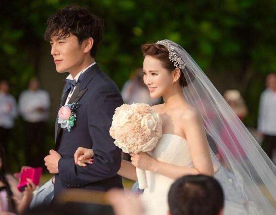 明明秦昊和伊能静很甜,可他们的爱情却被唱衰了7年!