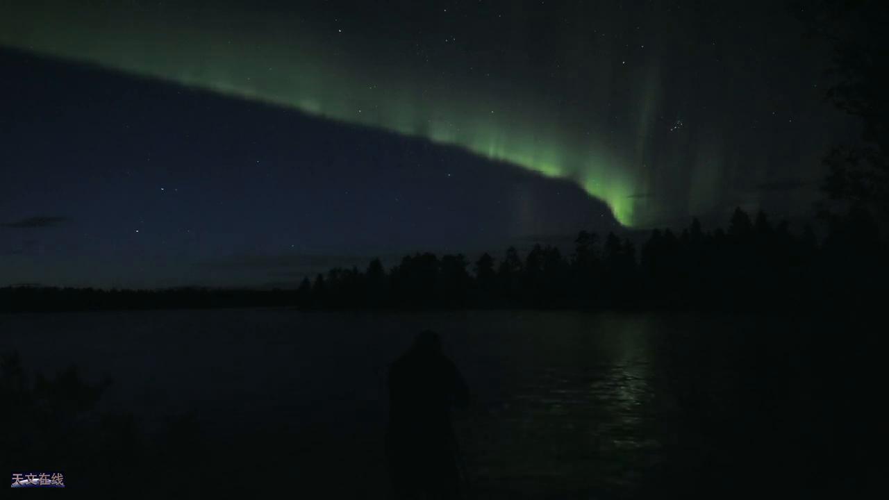 看,这就是相机中拍摄到的实时极光