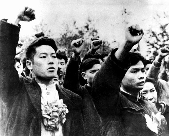 广大青年学生积极报名参军参战