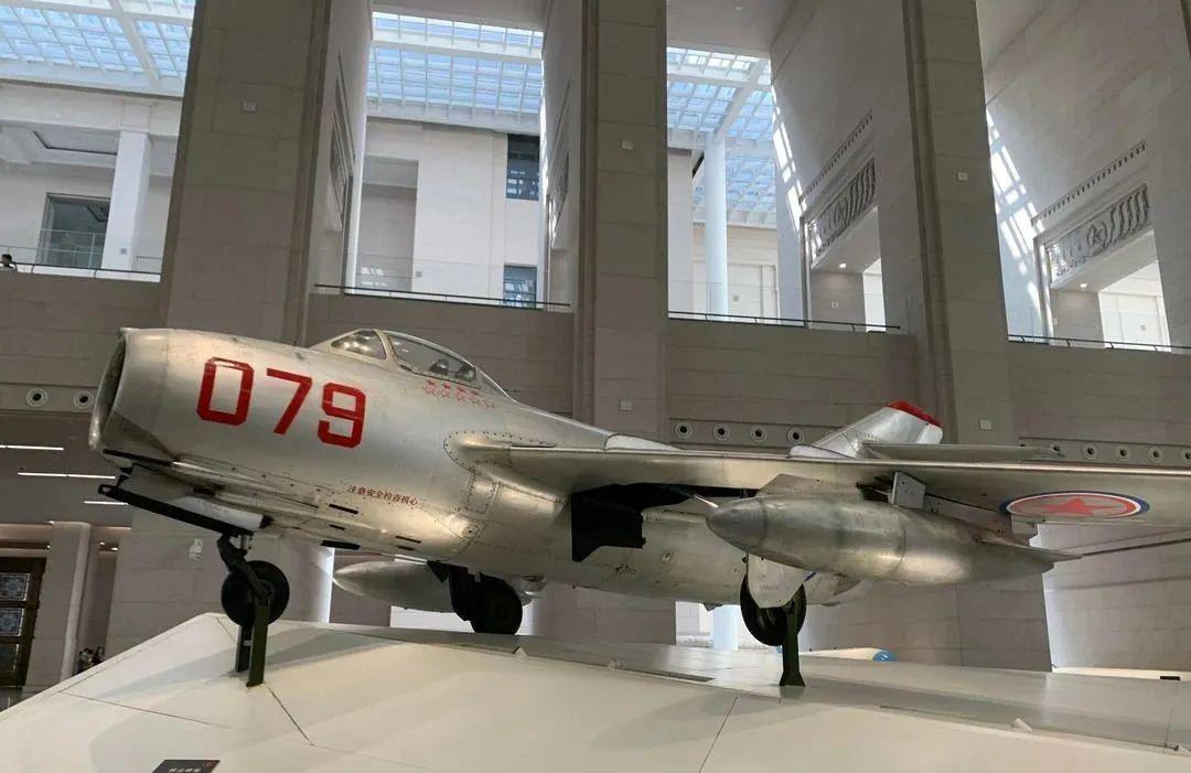 著名战斗英雄王海驾驶过的米格-15歼击机。图片来源:空军新闻