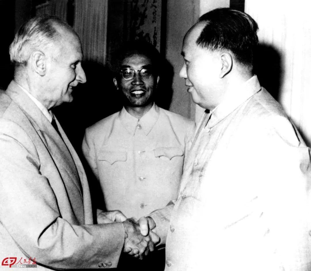 毛泽东会见蒙哥马利。 图片来源:人民画报