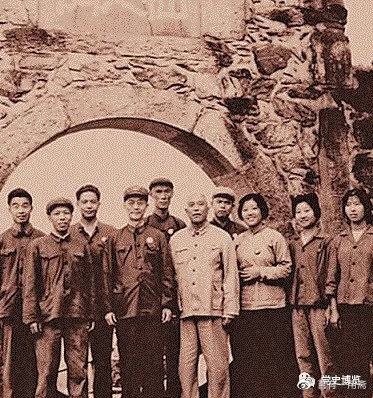 1970年9月,李雪峰(前排左二)与刘子厚(前排左三)等一起合影