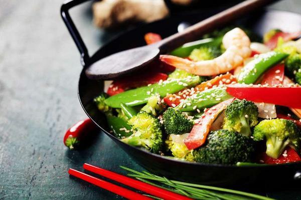提醒家人:这4个炒菜习惯,或会影响身体健康,现在改还不算晚