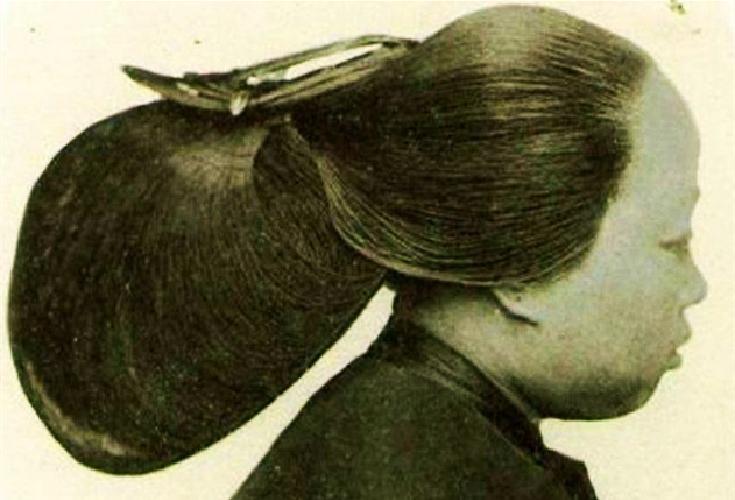 """百年难堪一见,清朝富婆""""做头发""""多费时间,"""