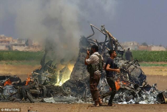 俄飞机被击落后 飞行员遭侮尸画面