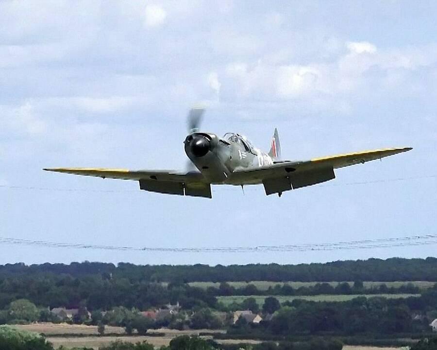"""7月18日上午,一架""""喷火""""战斗机在飞行时,发现飞机起落架发生故障."""
