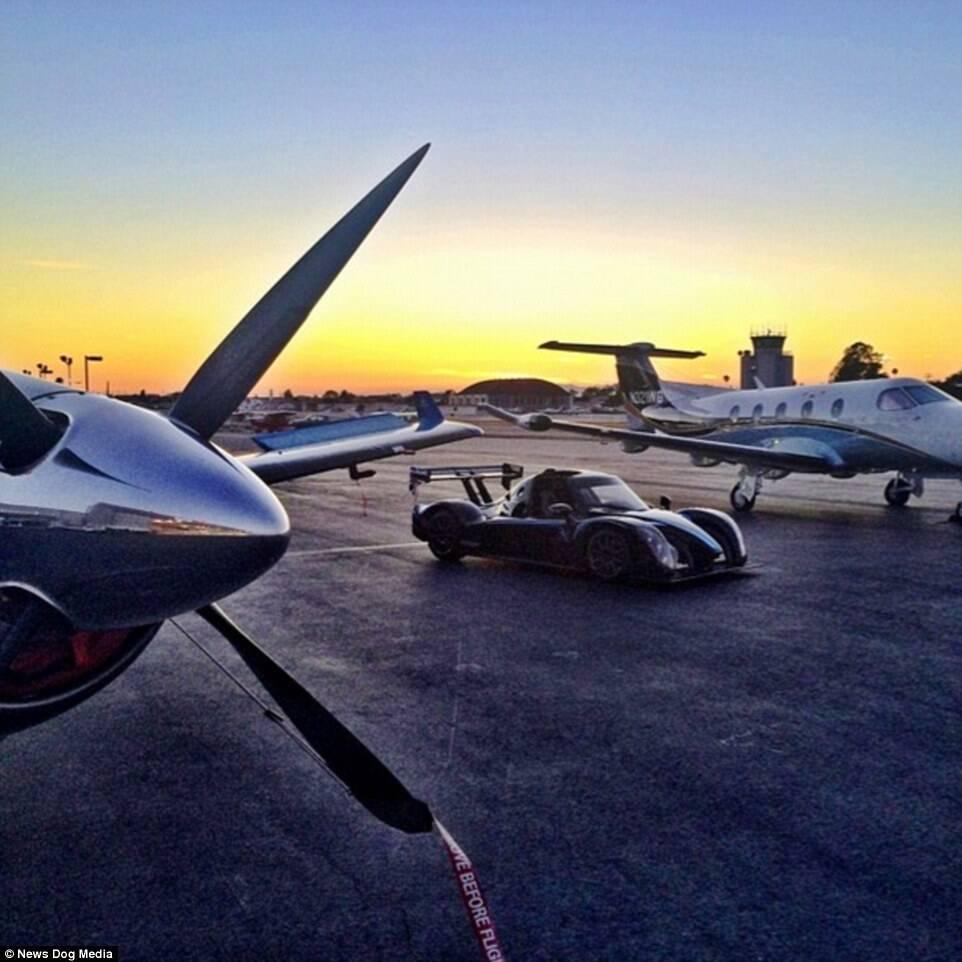 频频晒出私人飞机