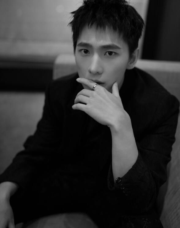 易烊千玺陈伟霆杨洋,最近换了短发造型的帅哥,个个都