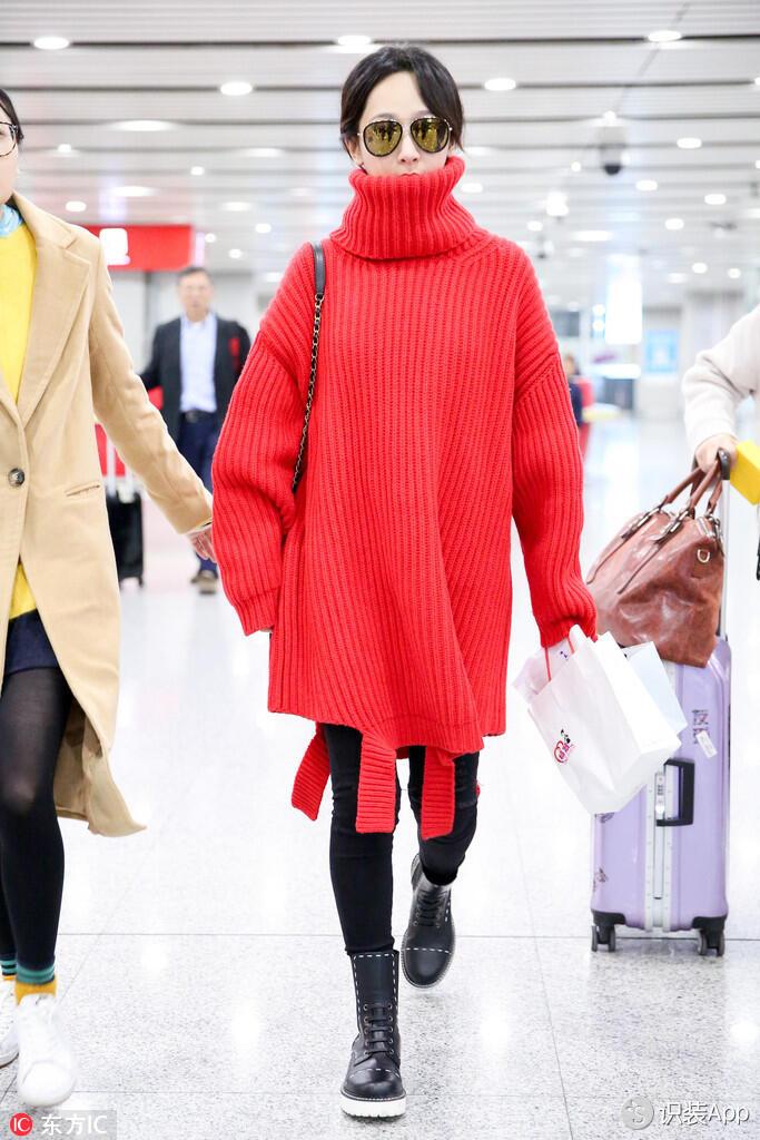杨紫撞衫希拉里-洛达 Balenciaga红色不规则棒针毛衣时髦