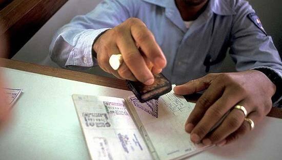 特朗普收紧移民政策:留学签证锐减17% 印度最受影响