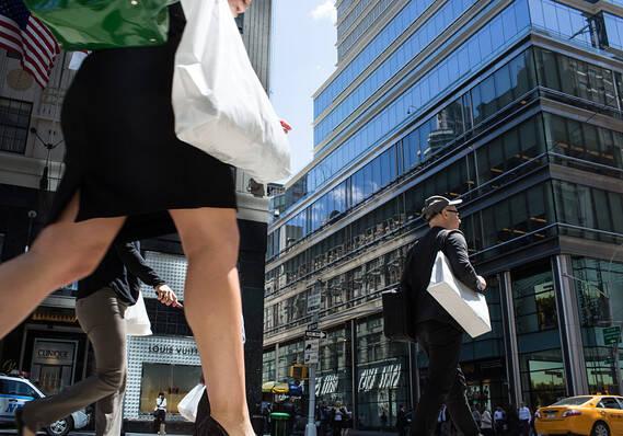 """外媒:美股8月""""换低档""""概率大 还有两大风险不容错过"""