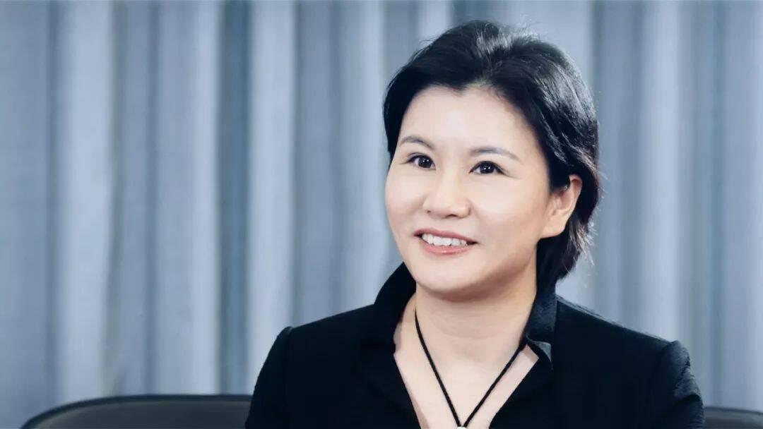 中国女首富周群飞:不在乎别人说小三 卑微是伟大的起点