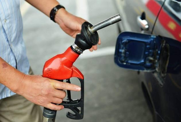 发改委:国内汽柴油价格每吨分别降低125元和120元