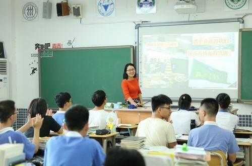 北大清华研究生去中学当老师:年薪几十万 解决大城市户口