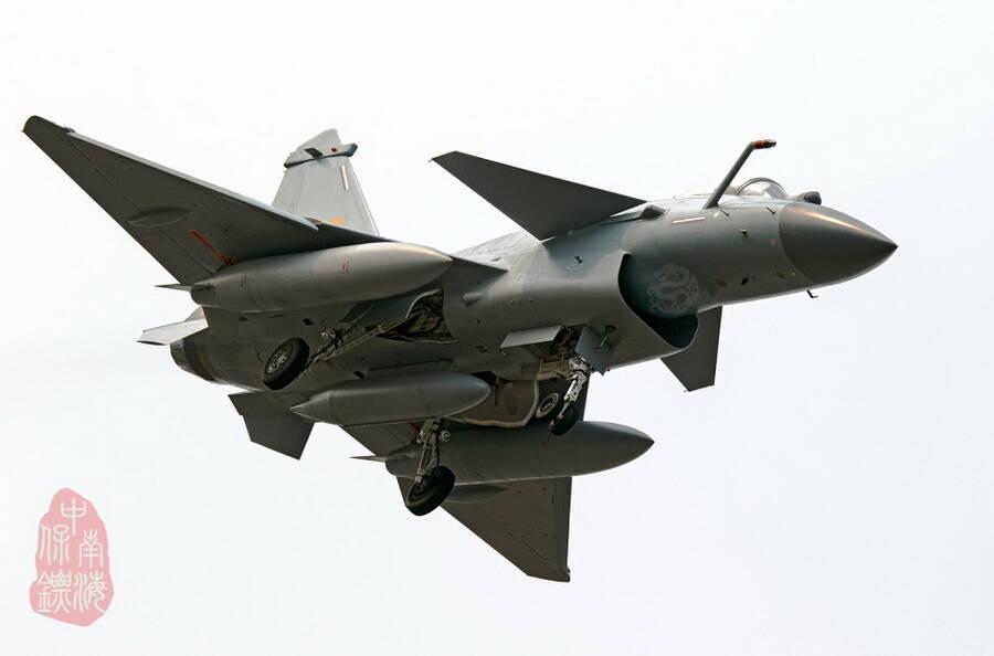 工艺细腻赶英超美 细看歼-10B战机DSI进气道