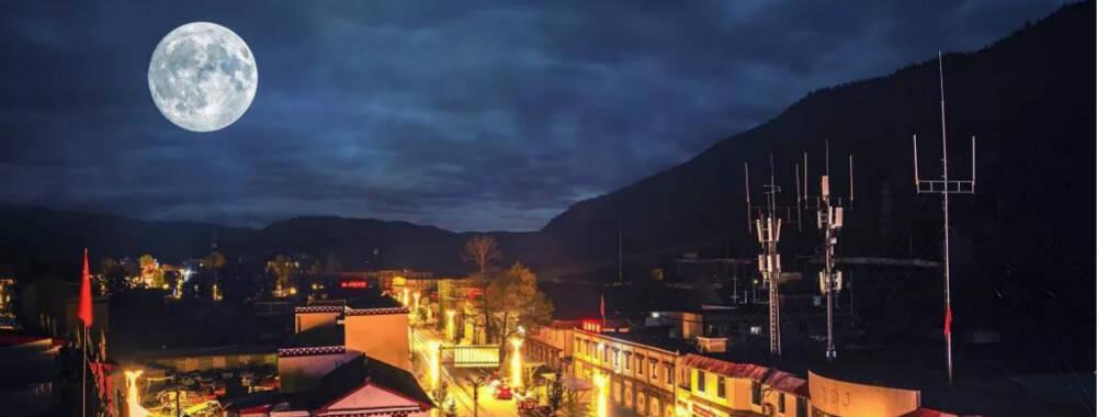 跟着其美多吉的邮车穿越雪线 历尽这个季节里最美的川藏线风景