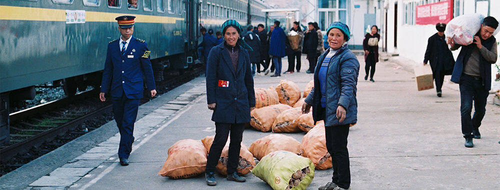 穿越大凉山的绿皮火车上 有一个你从未见过的中国|大美中国