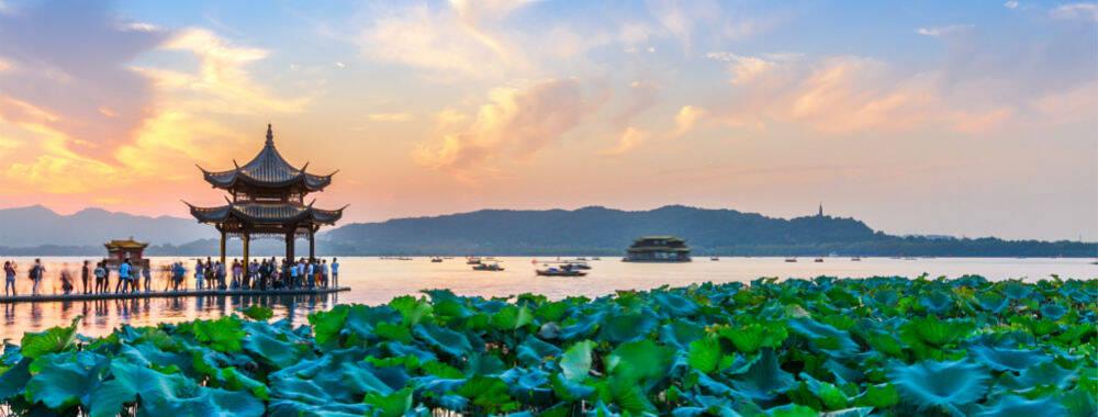 雾隐杭州:在朦胧如水的梦境中探寻另一种城市风景|大美中国