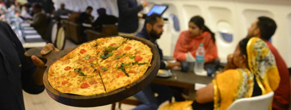 在三万英尺的高空飞行 除了牛肉面和鸡肉饭还能吃什么 | 赏味