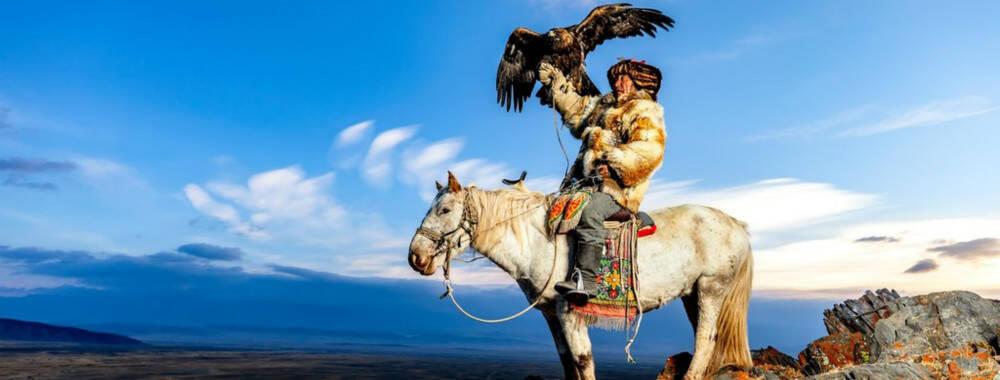 马背之上鹰翅之下 走进蒙古国神秘猎鹰族