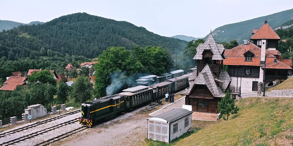 塞尔维亚:乘一条伟大的山岳铁路 探访传奇木头村寨|全球GO