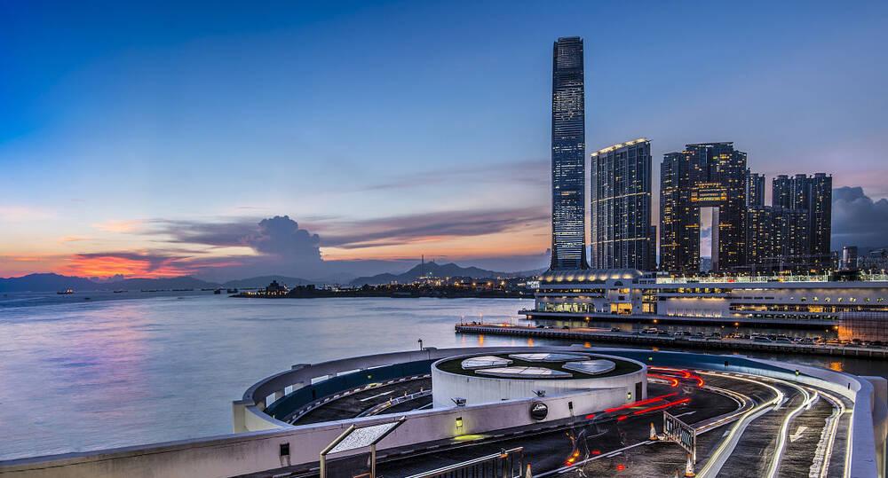 先行军|争着去买房?香港成内地开发商新猎场