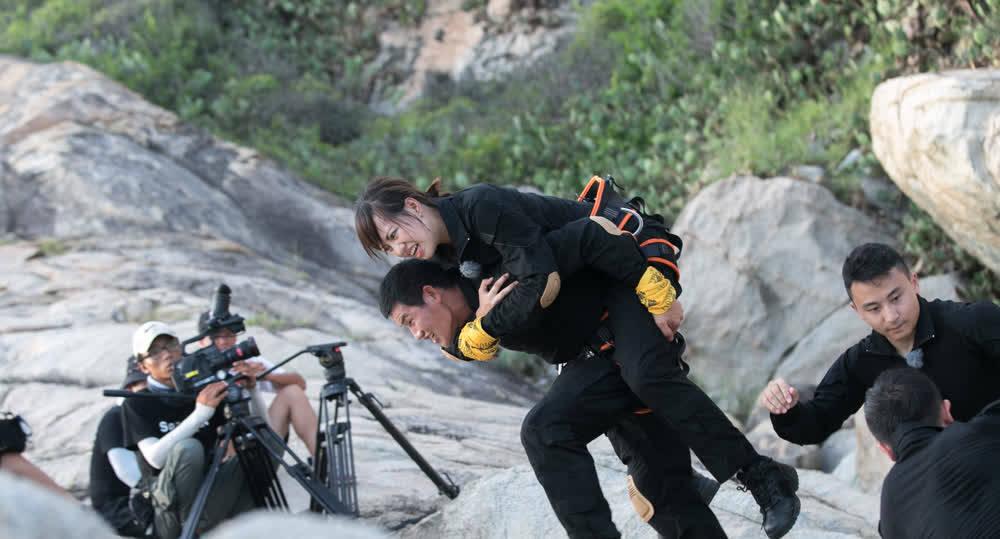 《火力无限》:奥运冠军来袭 嘎子哥队长之位受挑战