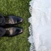 """婚姻是否是""""围城""""呢?身边有婚姻不和谐的同事、朋友常常在耳边念叨:婚姻真是一座围城,受了美好爱情表象的欺骗,如今才如此痛苦不堪。生活鸡零狗碎,真是闹心。"""