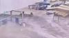 惊险一刻:乘客跑出瞬间地铁站被洪水吞没