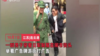 多名男子身穿日军制服闹市街头打广告 目前被警察带走