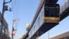 我服日本的毛片的技术,但更服这火车倒挂起来开的技术!