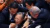 强行通过修正案 日本参院一片混乱