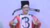 """台湾奇葩市长候选人:名字15个字 扮财神""""大撒钱"""""""