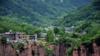 挂在悬崖上的隐秘古村落 美得不动声色!她被称为北京的郭亮