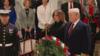 特朗普携第一夫人抵达国会大厦 瞻仰老布什灵柩并敬礼