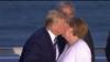 一反常态?特朗普G7峰会上与默克尔热情握手 亲吻对方脸颊