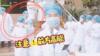 医生一本正经接受采访 护士小姐姐一个熊抱实力抢镜