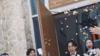 李现日本参加朋友婚礼 合影不停笑容亲切