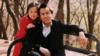 潘长江与女儿旧时合照曝光 眉清目秀颜值在线