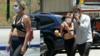 Gaga穿bra彪悍出街 和男友搂抱腻歪不停
