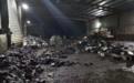 小作坊随意回收 每年数百万吨废旧铅酸电池流向何方?