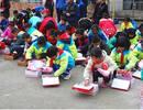 攒一年钱,湖北90后林区教师为全校62名学生买棉鞋