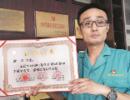 铁路工人20年捐8000毫升熊猫血 为救人没关过手机