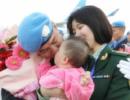 中国维和警察元宵节前归国返乡:爸爸的吻 英雄之吻