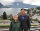 为兑现父亲生前承诺 孝子陪83岁母亲环球旅行