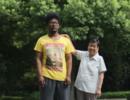 """上海阿婆捡娃抚养18年:洗一周发现是""""黑娃"""""""